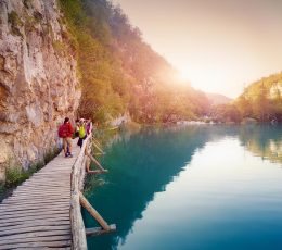 exploring-lower-lakes-plitvice-tour-fromomis