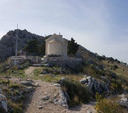 stonechurchonmountaintop-hikingomis