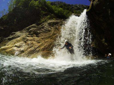 waterfalljump-basiccanyoningomis