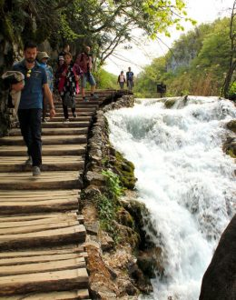Plitvice-cascadesnearthetrail