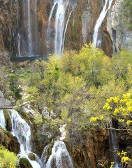Plitvice-viewofgreatwaterfall