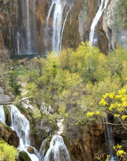 Plitvice-viewofgreatwaterfall