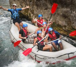 Cetina-rafting-passing-the-cliffs